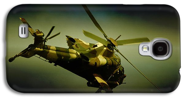 Helicopter Photographs Galaxy S4 Cases - Landing Galaxy S4 Case by Paul Job