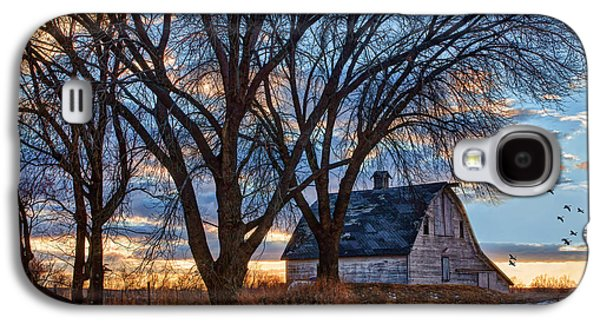Barns In Snow Galaxy S4 Cases - Last Kiss of Day Galaxy S4 Case by Nikolyn McDonald