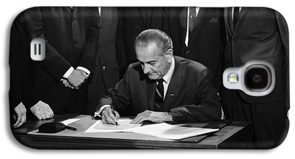 Lbj Signs Civil Rights Bill Galaxy S4 Case by Underwood Archives Warren Leffler