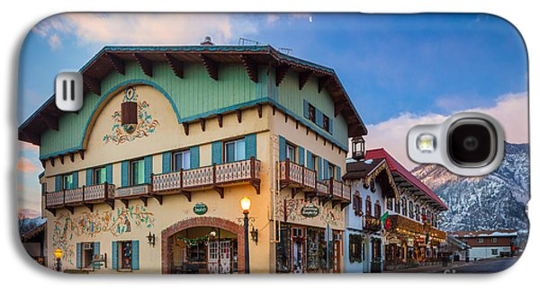 Streetlight Photographs Galaxy S4 Cases - Leavenworth Alps Galaxy S4 Case by Inge Johnsson