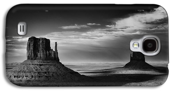 Landscapes Photographs Galaxy S4 Cases - Light and Shadows in Monument Valley Galaxy S4 Case by Jesse Castellano