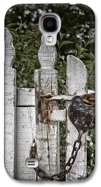 Old Fence Posts Galaxy S4 Cases - Locked Galaxy S4 Case by Margie Hurwich