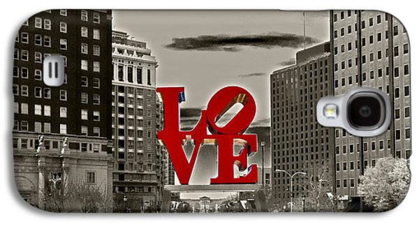 Love Sculpture - Philadelphia - Bw Galaxy S4 Case by Lou Ford