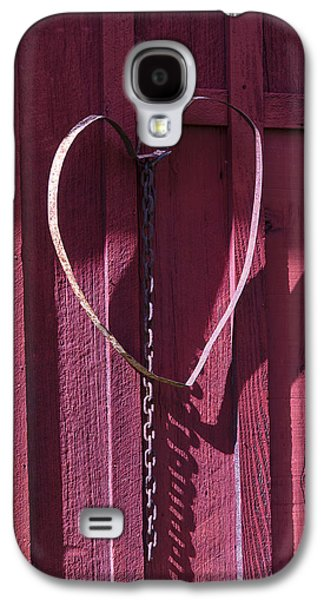 Metal Photographs Galaxy S4 Cases - Metal Heart On Red Barn Galaxy S4 Case by Garry Gay