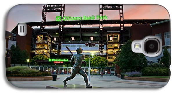 Mike Schmidt Statue At Dawn Galaxy S4 Case by Bill Cannon