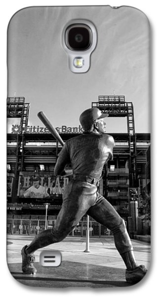 Citizens Bank Park Galaxy S4 Cases - Mike Schmidt Statue in Black and White Galaxy S4 Case by Bill Cannon