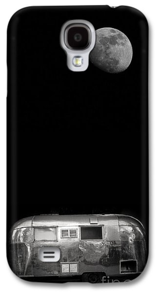 Moonlit Night Photographs Galaxy S4 Cases - Moonrise over Airstream Galaxy S4 Case by Edward Fielding