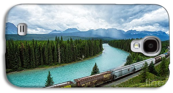 Pull Galaxy S4 Cases - Morants Curve Bow Valley Banff National Park Canada Galaxy S4 Case by Edward Fielding