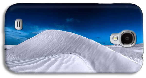 More Desert On The Horizon Galaxy S4 Case by Julian Cook