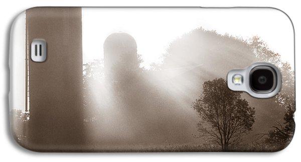Old Western Photos Galaxy S4 Cases - Morning fog burning off the farm Galaxy S4 Case by Chris Bordeleau