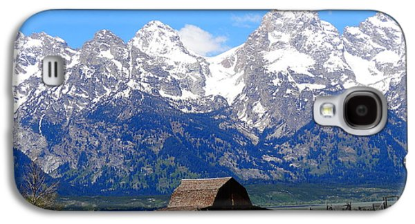 Landscape With Mountains Galaxy S4 Cases - Moulton Barn Galaxy S4 Case by Dan Sproul
