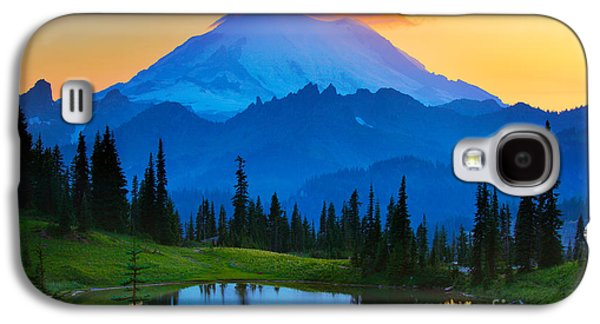 Glow Photographs Galaxy S4 Cases - Mount Rainier Goodnight Galaxy S4 Case by Inge Johnsson
