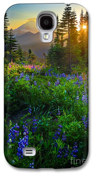 Park Scene Galaxy S4 Cases - Mount Rainier Sunburst Galaxy S4 Case by Inge Johnsson