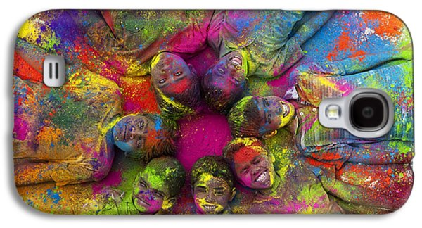 Friends Photographs Galaxy S4 Cases - Multicoloured boys Galaxy S4 Case by Tim Gainey