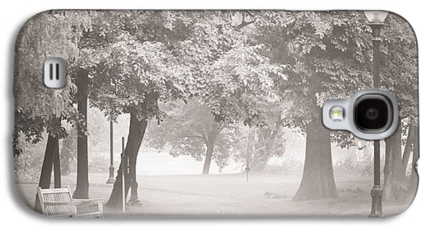 Lamp Post Mixed Media Galaxy S4 Cases - Museum Park Fog Galaxy S4 Case by Trish Tritz
