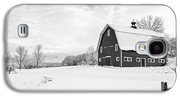 New England Barns Galaxy S4 Cases - New England Farm Winter Black and White Galaxy S4 Case by Edward Fielding