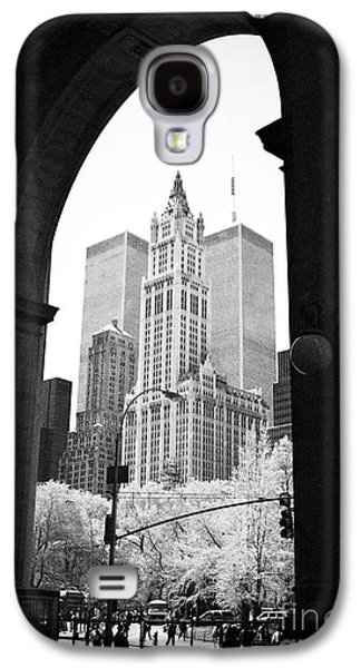 Twin Towers Nyc Galaxy S4 Cases - New York Arches 1990s Galaxy S4 Case by John Rizzuto