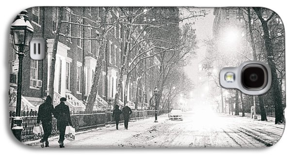 Winter Night Galaxy S4 Cases - New York City - Winter Night in the Snow at Washington Square  Galaxy S4 Case by Vivienne Gucwa