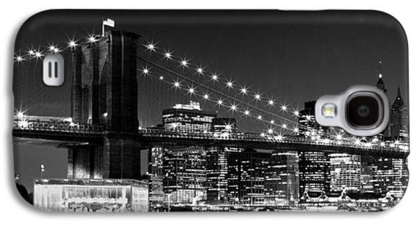 Trade Galaxy S4 Cases - Night Skyline MANHATTAN Brooklyn Bridge bw Galaxy S4 Case by Melanie Viola