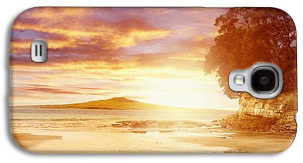 Evening Scenes Photographs Galaxy S4 Cases - NZ sunlight Galaxy S4 Case by Les Cunliffe