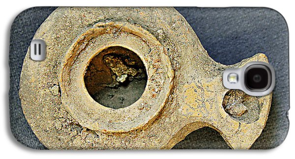 Ancient Ceramics Galaxy S4 Cases - Oil lamp dated 100 CE found in Jerusalem Galaxy S4 Case by Dale Bargmann