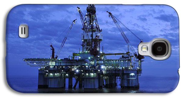 Oil Rig At Twilight Galaxy S4 Case by Bradford Martin