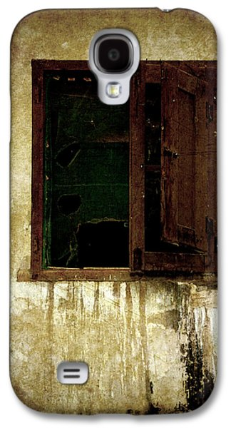 Old House Photographs Galaxy S4 Cases - Old and decrepit window Galaxy S4 Case by RicardMN Photography