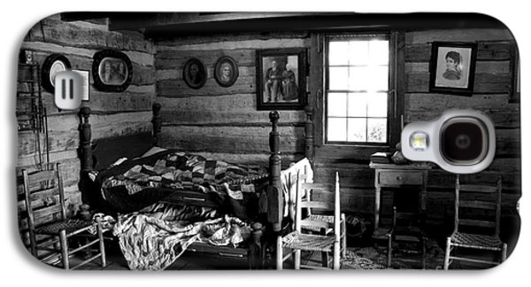 Log Cabin Interiors Galaxy S4 Cases - Old Folks at Home Galaxy S4 Case by Paul W Faust -  Impressions of Light