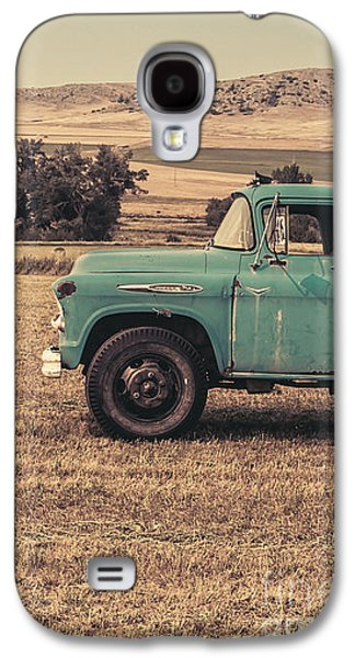 Old Trucks Photographs Galaxy S4 Cases - Old Hay truck in the field Galaxy S4 Case by Edward Fielding