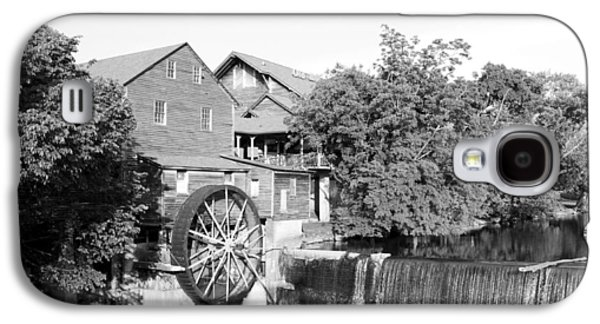 Tennessee Historic Site Galaxy S4 Cases - Old Mill Pigeon Forge Tennessee - BW Galaxy S4 Case by Cynthia Woods