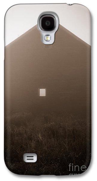 New England Barns Galaxy S4 Cases - Old Nutt Barn in the fog Galaxy S4 Case by Edward Fielding