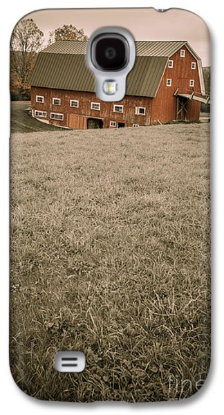 Red Barns Galaxy S4 Cases - Old Red Barn Galaxy S4 Case by Edward Fielding