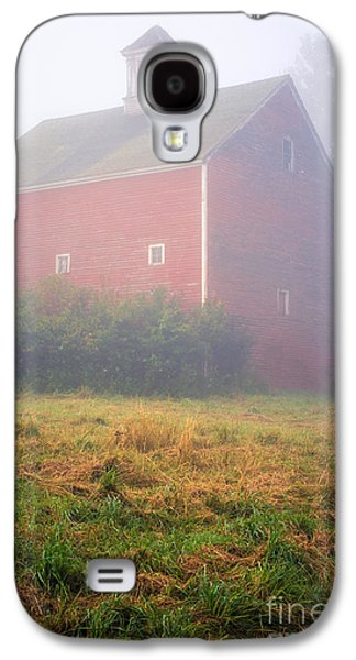Mist Galaxy S4 Cases - Old Red Barn in Fog Galaxy S4 Case by Edward Fielding
