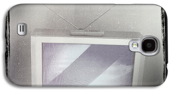 Electronics Photographs Galaxy S4 Cases - Old television Galaxy S4 Case by Les Cunliffe