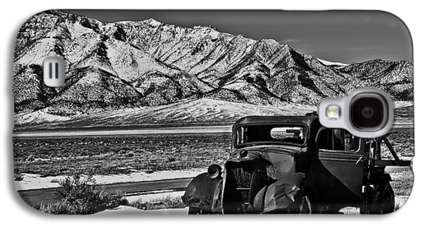 Haybale Photographs Galaxy S4 Cases - Old Truck Galaxy S4 Case by Robert Bales
