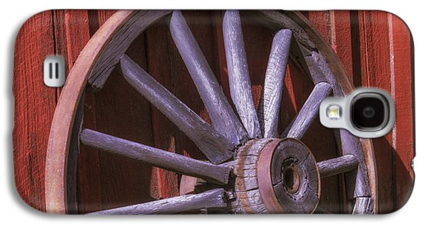 Wagon Photographs Galaxy S4 Cases - Old Wagon Wheel Leaning Against Barn Galaxy S4 Case by Garry Gay