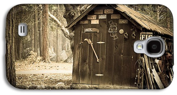 Shed Photographs Galaxy S4 Cases - Old wooden shed Yosemite Galaxy S4 Case by Jane Rix
