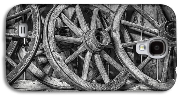 Wagon Photographs Galaxy S4 Cases - Old Wooden Wheels Galaxy S4 Case by Erik Brede
