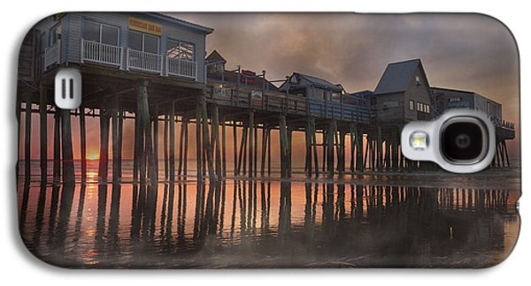 Old Maine Houses Galaxy S4 Cases - Orchard Beach Glorious Morning Galaxy S4 Case by Betsy A  Cutler