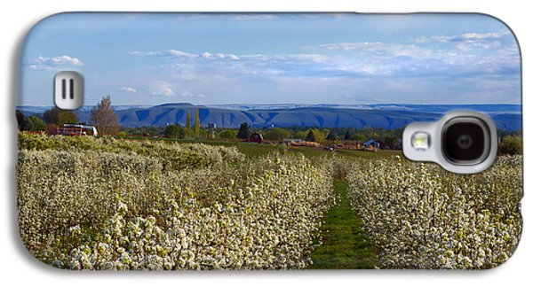Yakima Valley Galaxy S4 Cases - Orchard Country Spring Galaxy S4 Case by Mike  Dawson