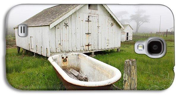 Contemplative Photographs Galaxy S4 Cases - Outdoor Bath At The Old Pierce Point Ranch In Foggy Point Reyes California 5D28136 Galaxy S4 Case by Wingsdomain Art and Photography