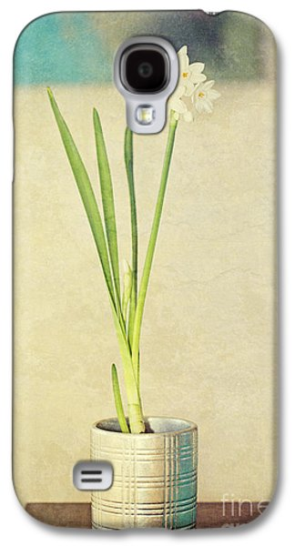 Paper Whites On Table Galaxy S4 Case by Susan Gary
