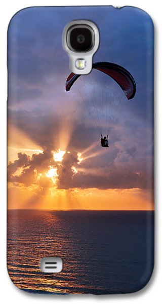 Sunset Galaxy S4 Cases - Paragliding At Sunset On Sea With Sun Beams Galaxy S4 Case by Mikel Martinez de Osaba