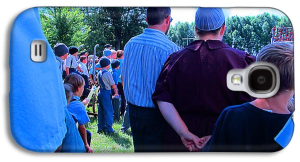 Amish Community Photographs Galaxy S4 Cases - Paying Attention Galaxy S4 Case by Tina M Wenger