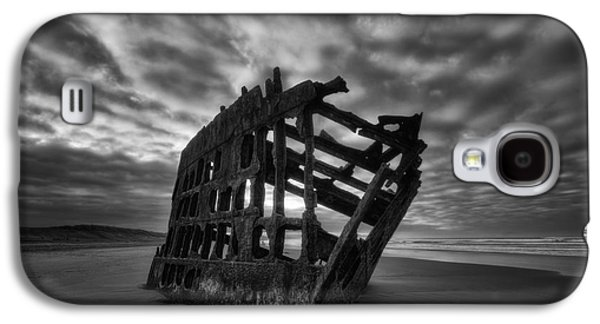 Spit Galaxy S4 Cases - Peter Iredale Shipwreck Black and White Galaxy S4 Case by Mark Kiver