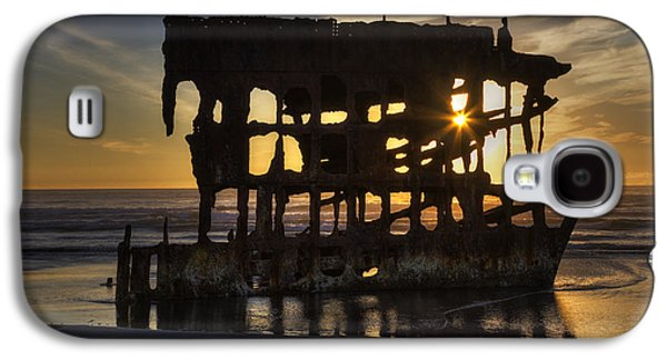 Spit Galaxy S4 Cases - Peter Iredale Shipwreck Sunset Galaxy S4 Case by Mark Kiver