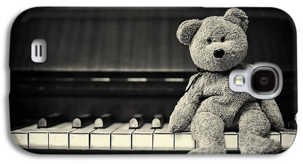 Keyboards Photographs Galaxy S4 Cases - Piano Bear Galaxy S4 Case by Tim Gainey