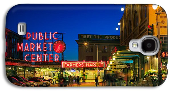 Evening Scenes Photographs Galaxy S4 Cases - Pike Place Market Galaxy S4 Case by Inge Johnsson