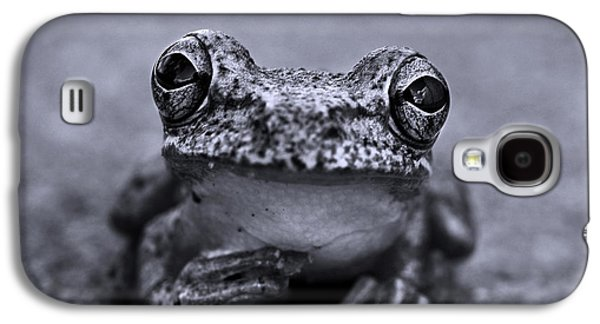 Pondering Frog Bw Galaxy S4 Case by Laura Fasulo
