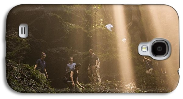 Sink Hole Galaxy S4 Cases - Rays Of Sunlight Shining Down On Hikers  Galaxy S4 Case by Joel Harrison